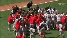 В США бейсбольный матч закончился масштабной потасовкой