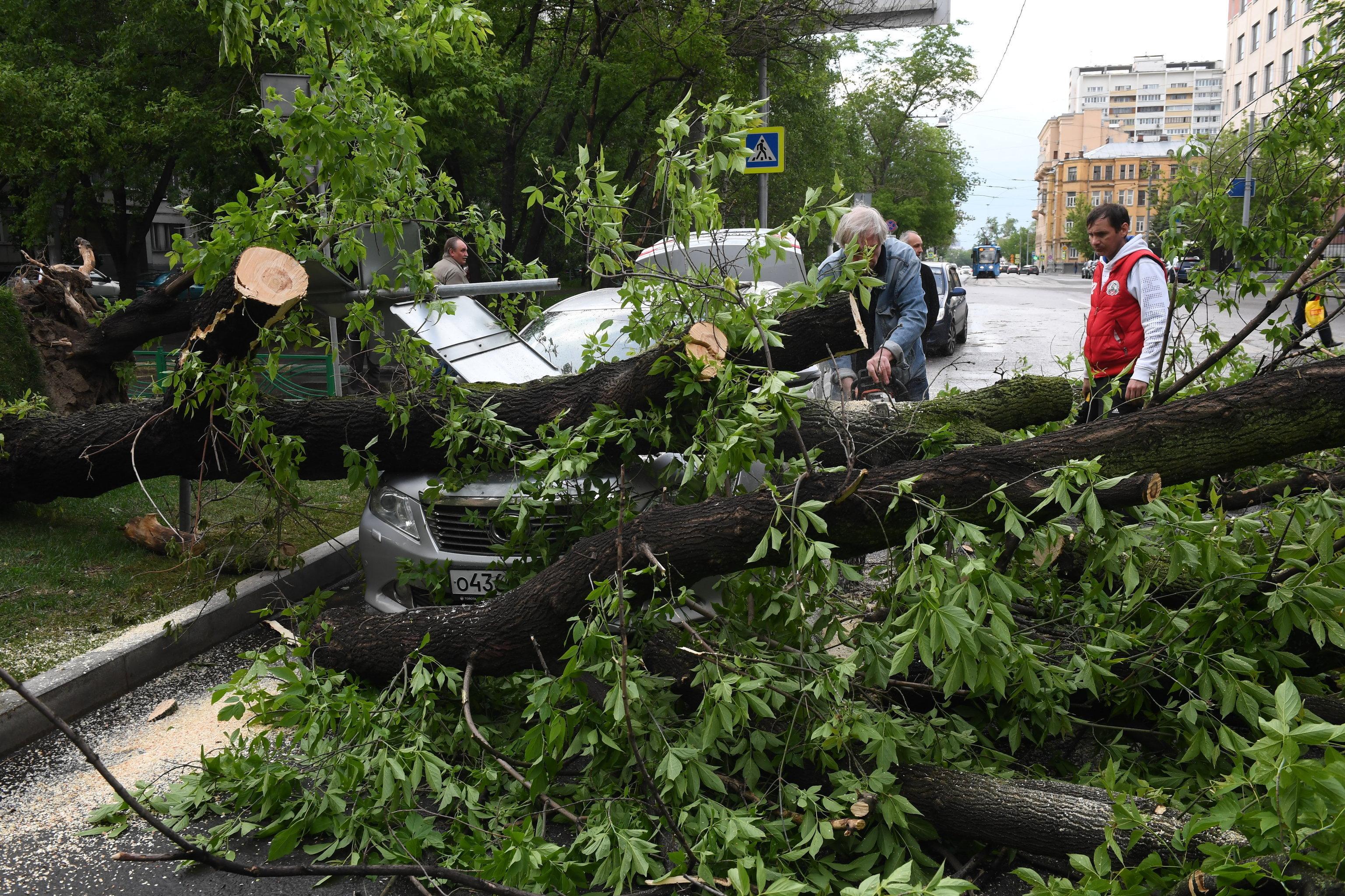 Число пострадавших отурагана в российской столице возросло до 137
