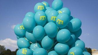 Воздушные шары с символом крымскотатарского флага в центре Киева