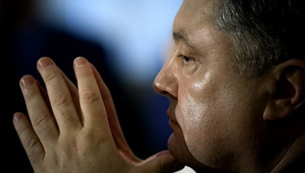 Стремится кнулю. Президенту Порошенко доверяют наименее 2% украинцев