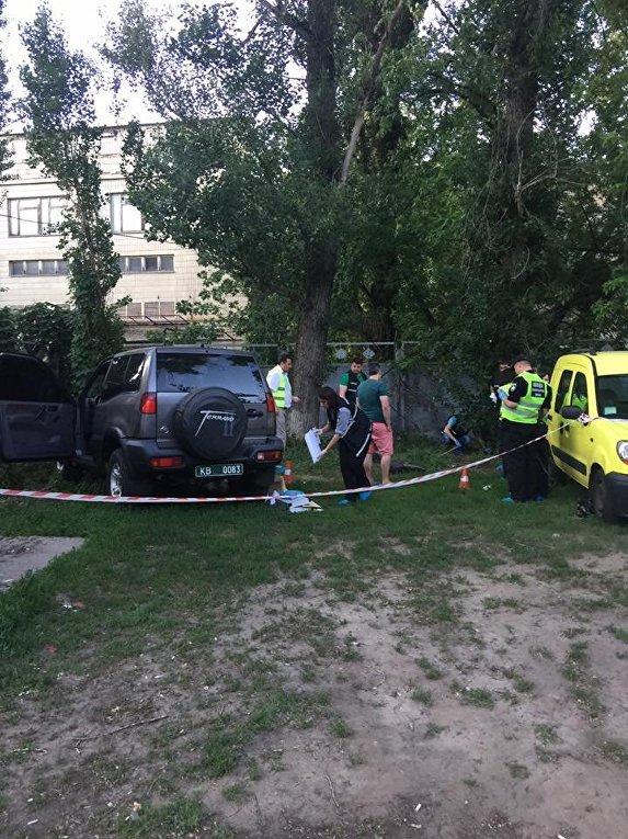 На месте нападения на Адама Осмаева и Амину Акуеву в Киеве