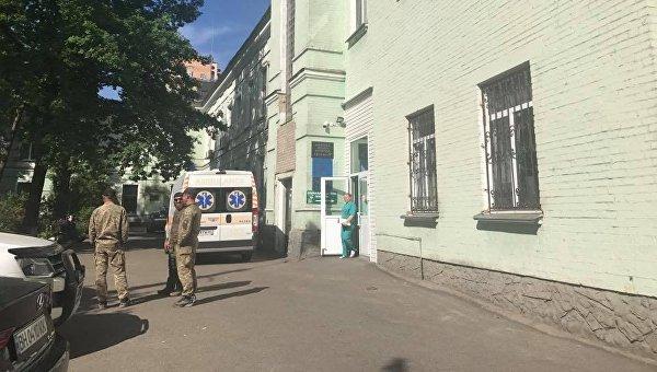 Ситуация возле киевской больницы, где находится Адам Осмаев, 2 июня 2017