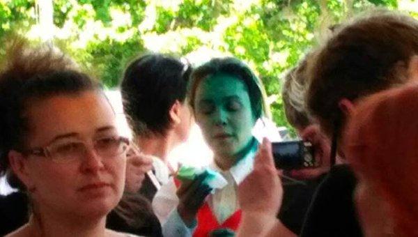 Королевскую вОдессе облили зеленкой после срочной эвакуации