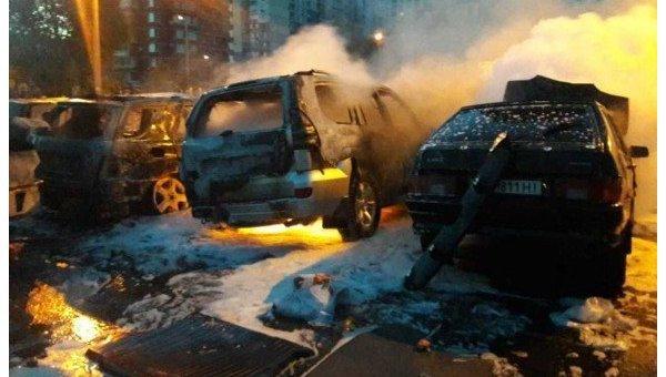 ВКиеве сожгли настоянке восемь авто
