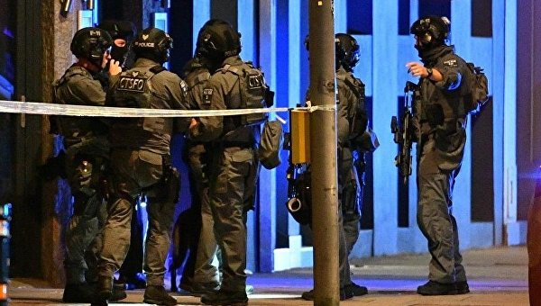 Полиция ищет трех подозреваемых в связи с инцидентом на Лондонском мосту
