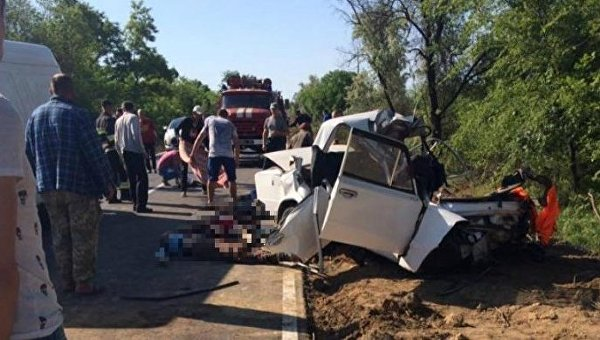 ВОдесской области ВАЗ врезался вдерево: четверо погибших