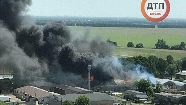 Пожар на складах в Броварах