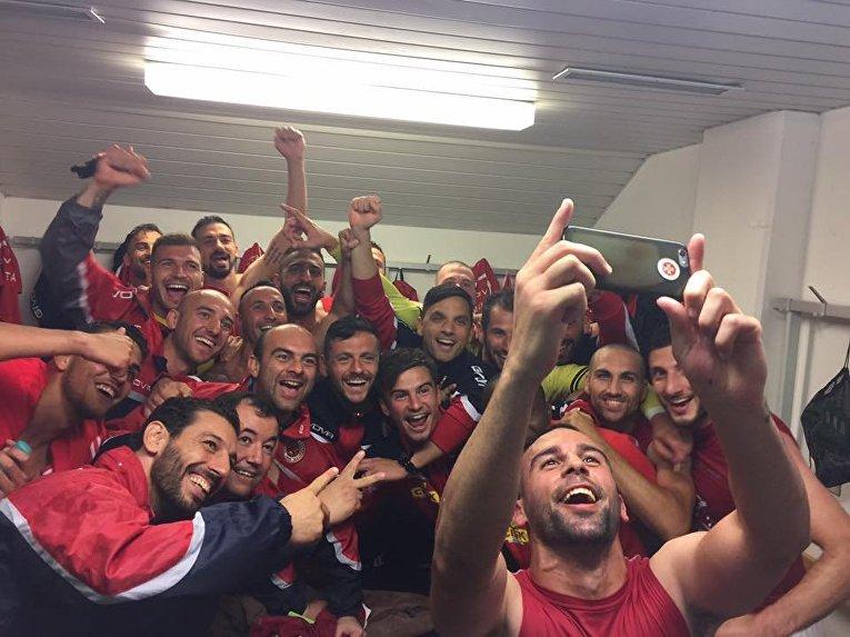 Футболисты сборной Мальты по футболу после победы над сборной Украины