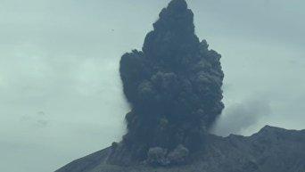 Извержение вулкана в Японии. Видео