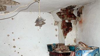Последствия обстрелов на Донбассе. Архивное фото