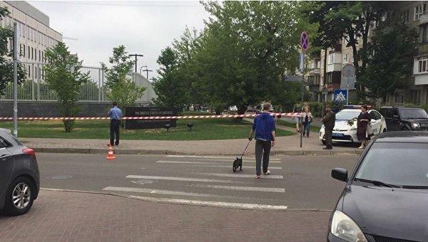 Полиция возле посольства США в Киеве