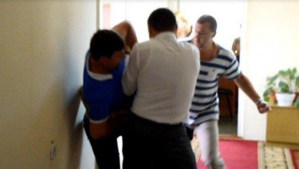 ВНиколаеве народные избранники облсовета устроили драку— Вмешался боксер