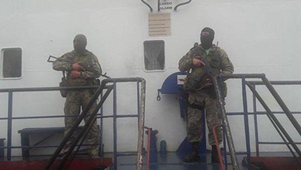 Судно Bospor, которое незаконно переправляло людей в Крым