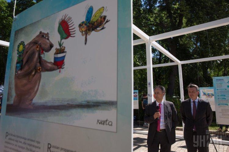 Выставка карикатур Путь Украины к безвизовому режиму с ЕС