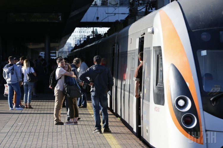 Первый безвизовый поезд отправился из Киева в Перемышль