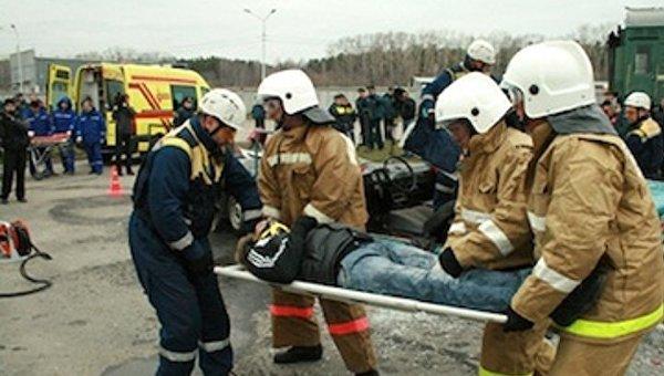 В Российской Федерации перевернулся автобус спаломниками: десятки погибших ираненых