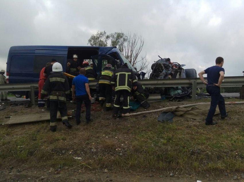 Три человека погибли врезультате дорожно-траспортного происшествия смикроавтобусом вЛьвовской области