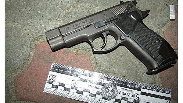 ВКривом Роге нетрезвый депутат стрелял сбалкона при своих детях