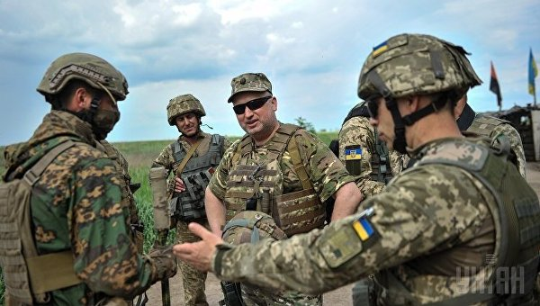 Порошенко несобирается отменять режим силовой операции вДонбассе