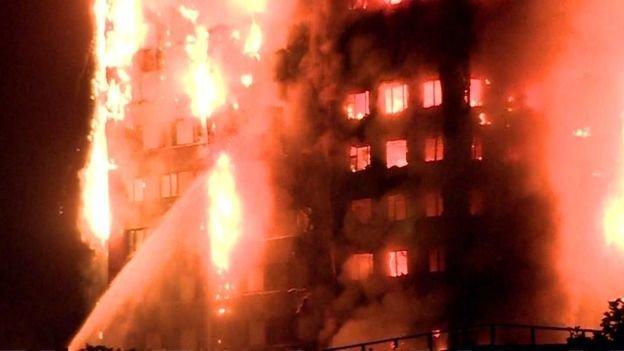 Пятнадцать человек пострадали вовремя пожара вжилом доме встолице Англии