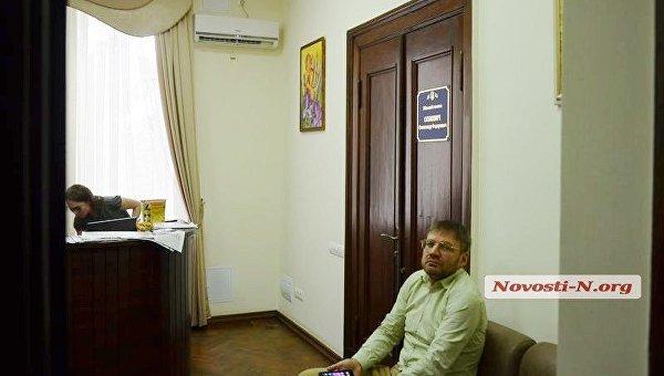 Мэр Николаева удалился от милиции через окно кабинета мэрии