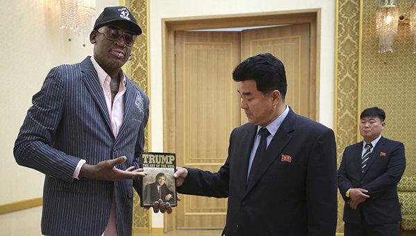 Деннис Родман и министр спорта КНДР Ким Иль Гук