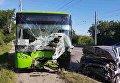 В Харькове троллейбус столкнулся с автомобилем
