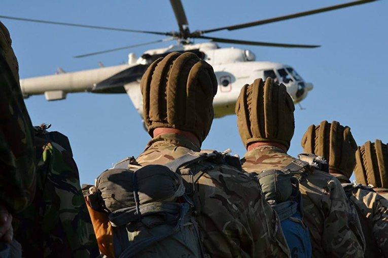 В Хмельницком военные провели учения по воздушно-десантной подготовке