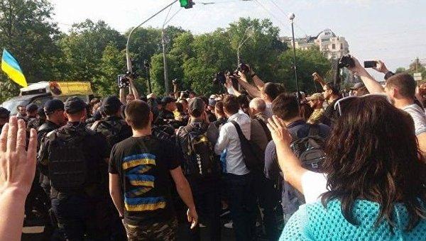 Произошла стычка противников ЛГБТ-марша и полиции