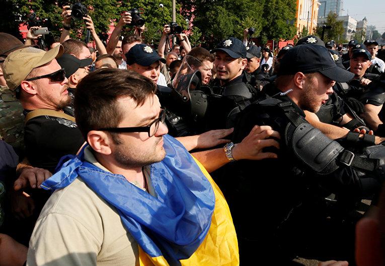 Полиция на ЛГБТ-марше в Киеве