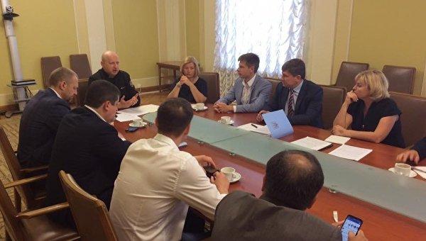 Заседание рабочей группы по доработке законопроекта о деоккупации и реинтеграции Донбасса с участием руководителей фракций коалиции