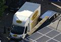 Белый фургон на месте происшествия после наезда на людей возле мечети в Лондоне