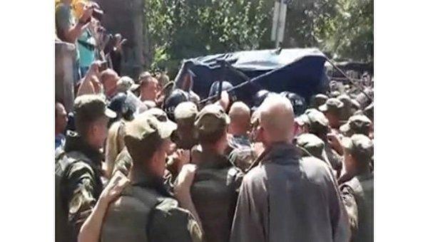 ВКиеве вспыхнули столкновения между солдатами  «Айдара» иправоохранителями