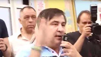 Как Саакашвили забрасывали яйцами и обливали зеленкой в Кривом Роге. Видео