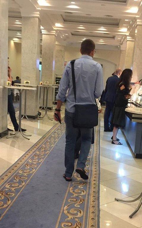 Летняя Рада. Парасюк в шлепках, Савченко с голыми плечами и Тимошенко в белом