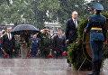 Президент РФ В. Путин и премьер-министр РФ Д. Медведев приняли участие в церемонии возложения венков к Могиле Неизвестного Солдата