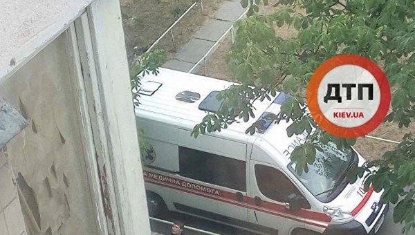 На месте падения человека с девятого этажа в Киеве