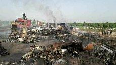 В Пакистане горел бензовоз