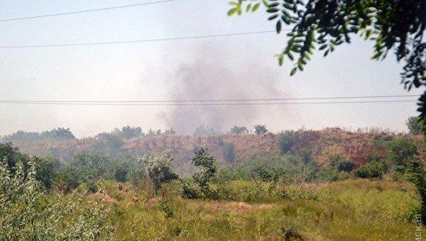 В районе Одесского НПЗ горит крупная свалка