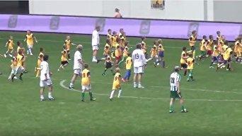 Легенды украинского футбола сыграли против сотни детей