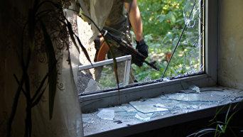 Жилой дом, разрушенный в результате обстрела города Кировск Луганской области. Архивное фото