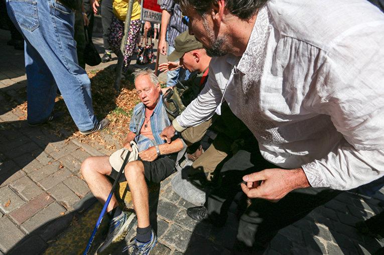 ВКиеве столкновения: милиция пресекла прорыв жителей вАПУ