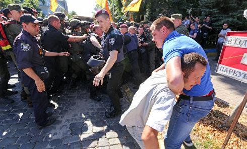 """Столкновение между полицией и вкладчиками """"Михайловского"""""""