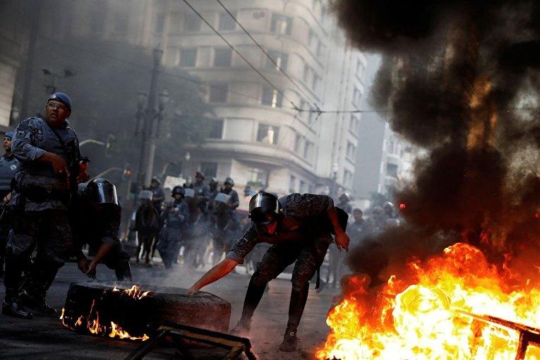 Столкновения с полицией в Бразилии