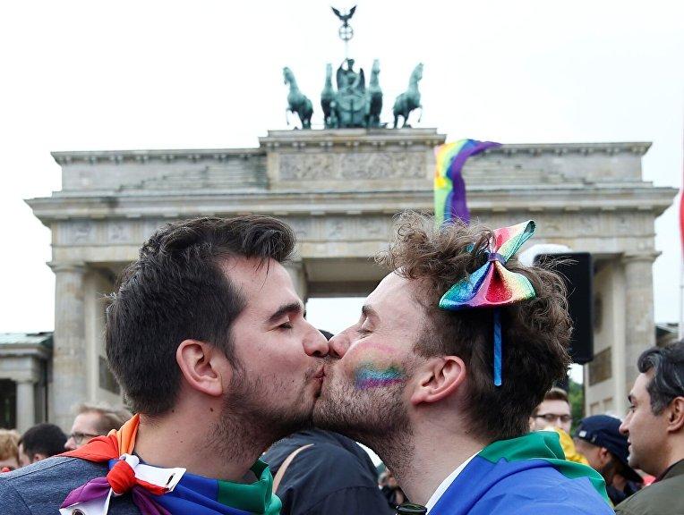 В Германии радуются одобрению парламентом однополых браков