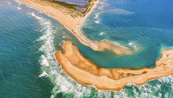 В середине Бермудского треугольника внезапно появился остров