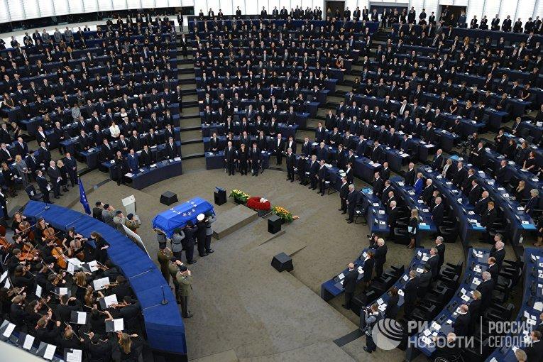 Порошенко поедет вСтрасбург напохорон Гельмута Коля