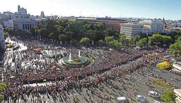 Самый многочисленный в Европе гей-парад в Мадриде