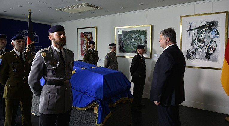 Петр Порошенко на церемонии прощания с экс-канцлером Германии Гельмутом Колем