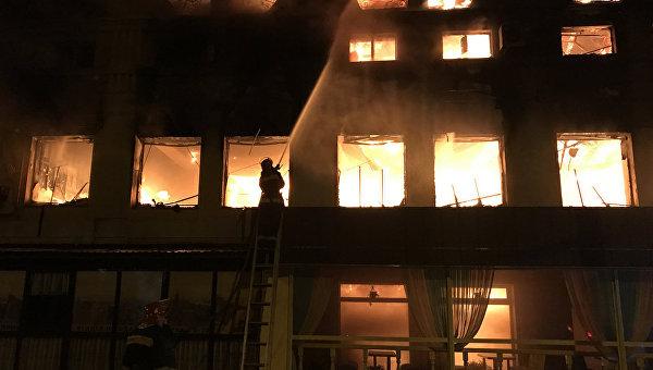 В Хмельницком ночью случился пожар в помещениях мебельной фабрики